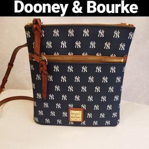 Dooney & Bourke New York Yankees Crossbody bag